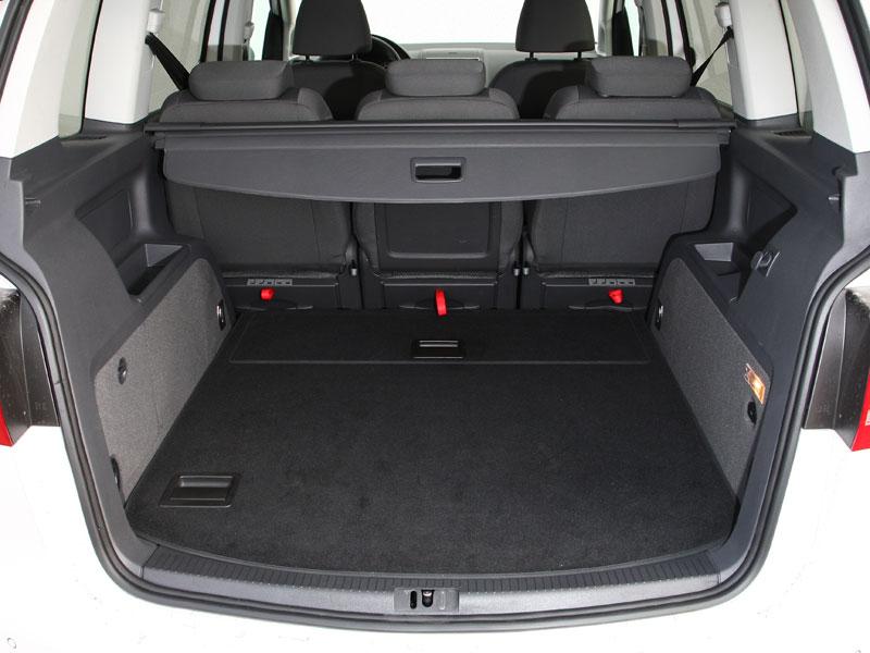 fahrbericht vw touran 1 6 tdi besser reisen ace auto. Black Bedroom Furniture Sets. Home Design Ideas
